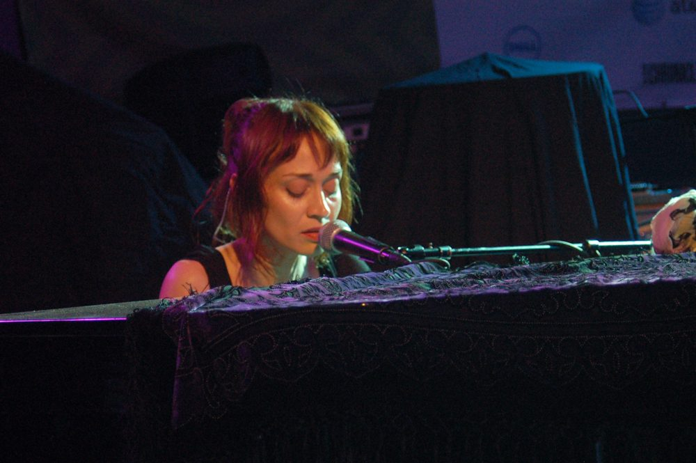 "WATCH: Fiona Apple On-Stage With Andrew Bird For ""Left Handed Kisses"" In Los Angeles"