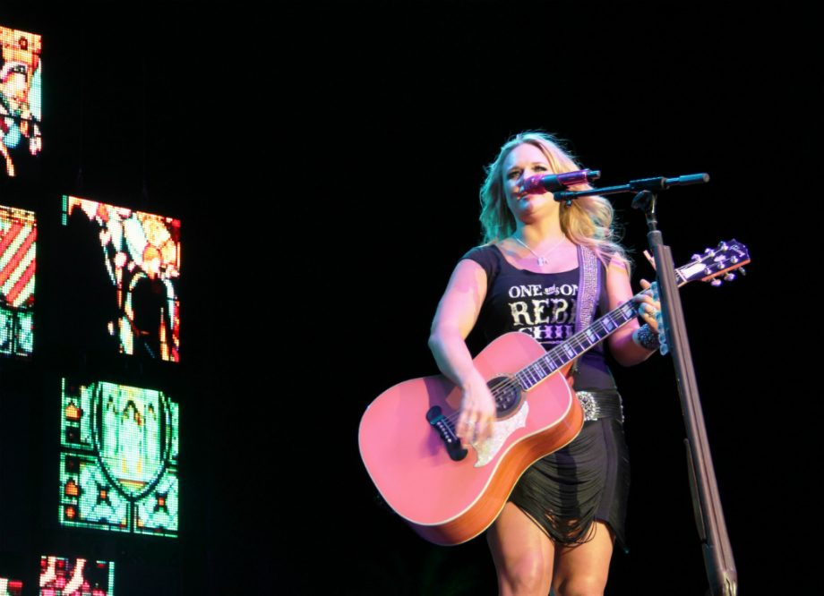 """Elle King And Miranda Lambert Get Married In New Video For """"Drunk (And I Don't Wanna Go Home)"""""""