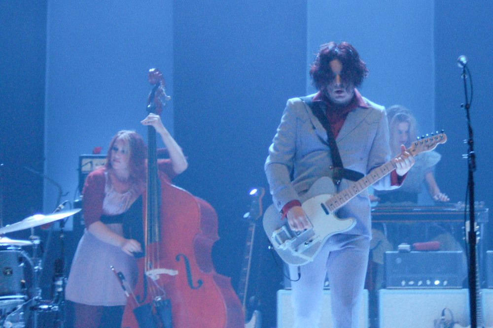"Jack White Covered Pearl Jam's ""Daughter"" and One Determined Fan Recorded it Through a Yondr Pouch"
