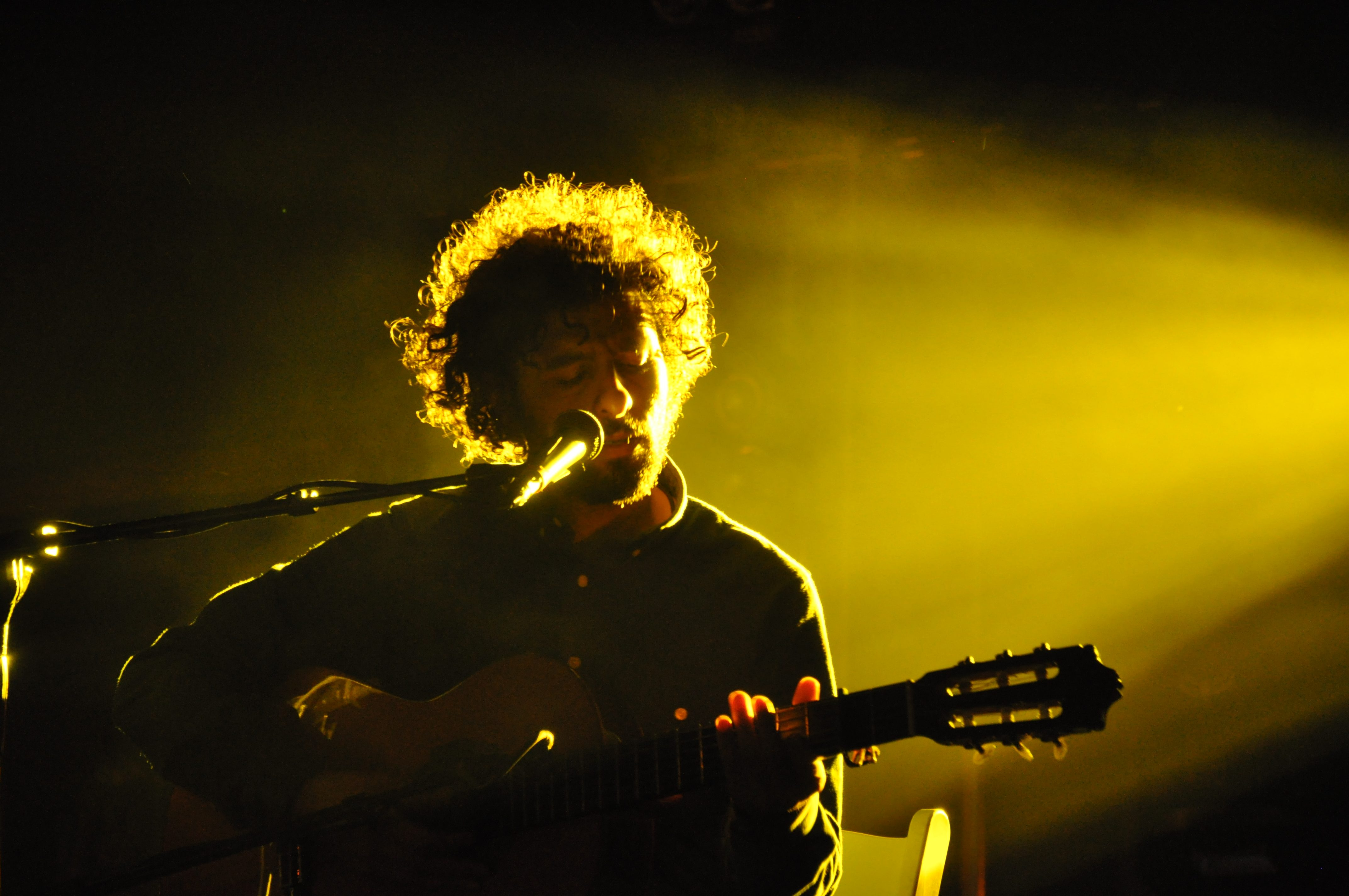 """José González Shares Video for First New Song in Over Five Years """"El Invento"""""""