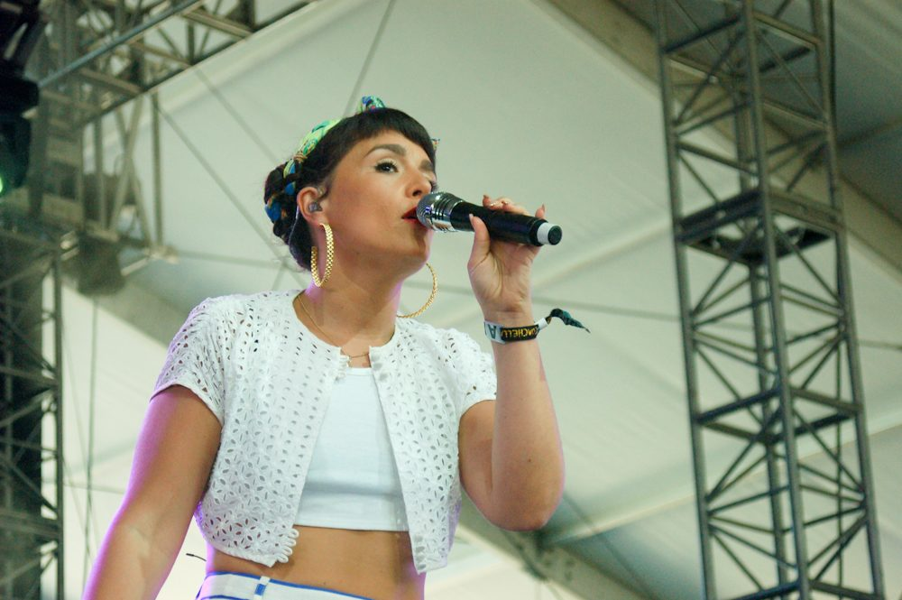 """Jessie Ware Releases Funky But Slick New Song """"Please"""" from Deluxe Version of What's Your Pleasure?"""