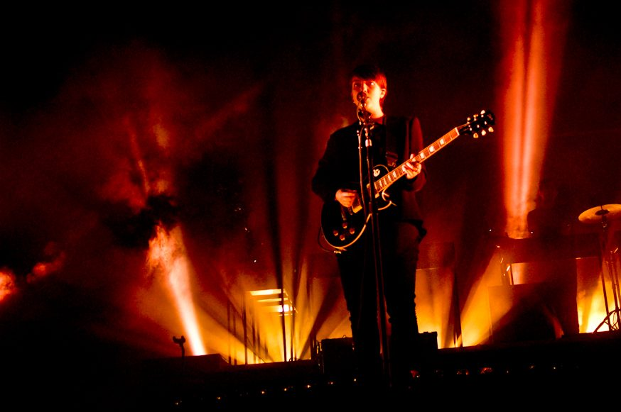 "WATCH: The xx and Jehnny Beth of Savages Perform ""Infinity"" Live in London"