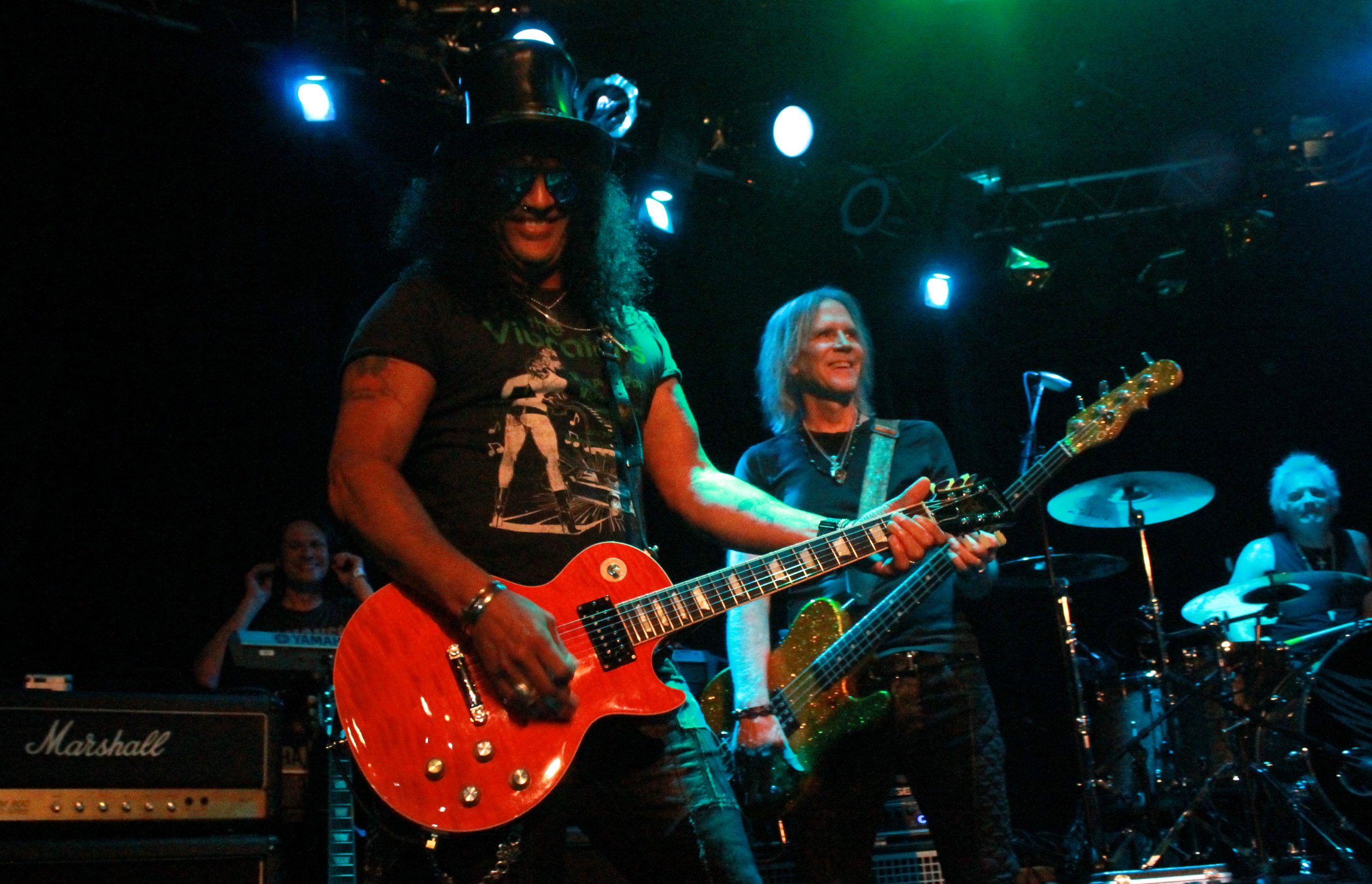 "Slash and Jack Black Perform ""Welcome to the Jungle"" Live at the Los Angeles Zoo"