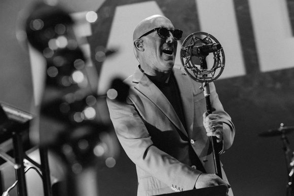 "Maynard James Keenan Speaks on United States Citizens' Hostile Reaction to Mask Wearing: There's ""A Level of Arrogance and Confidence...With Being a United States Citizen"""