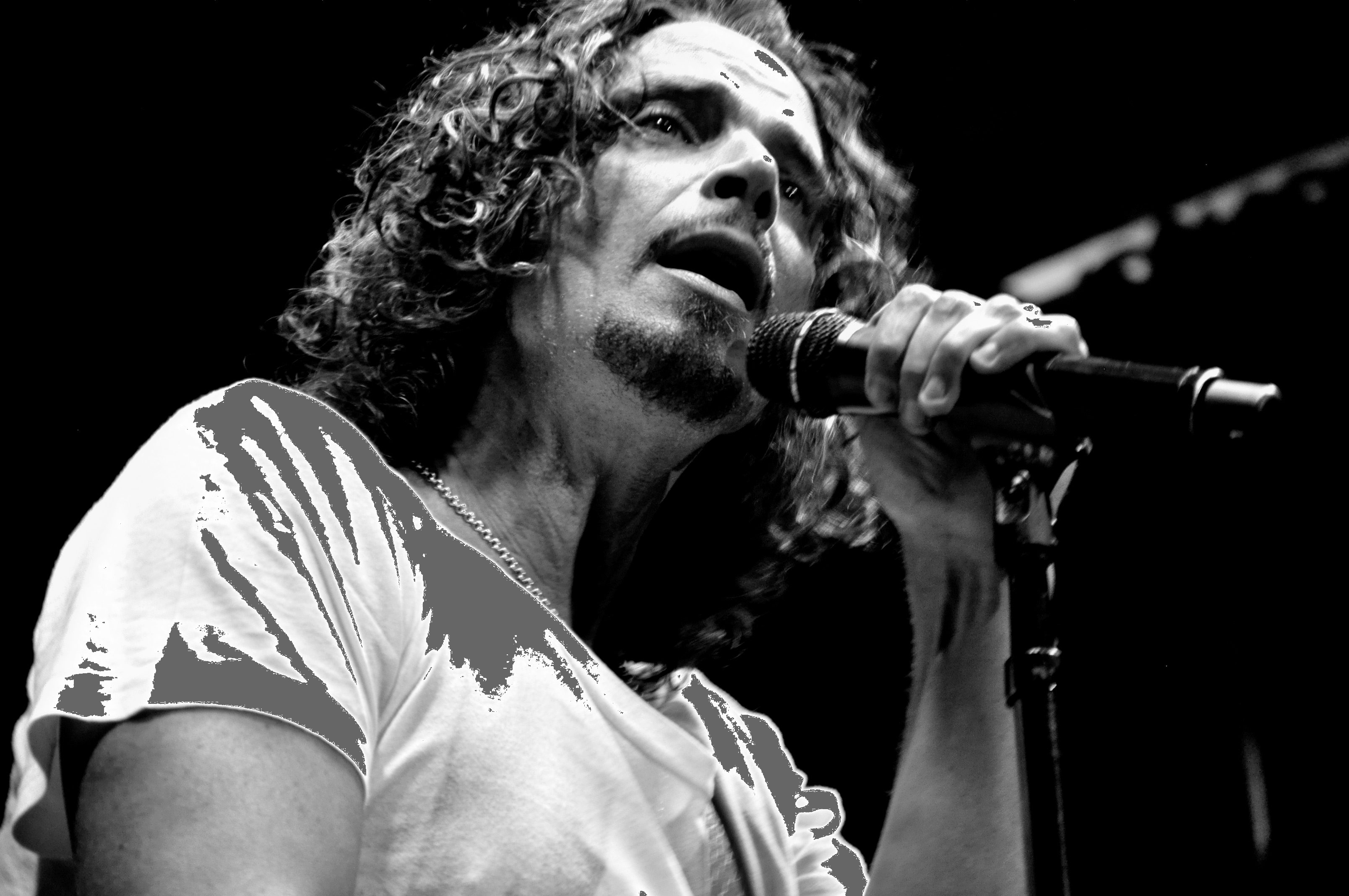 """Chris Cornell's Daughter Joins OneRepublic to Sing """"Hallelujah"""" in Tribute to Her Father and Chester Bennington"""