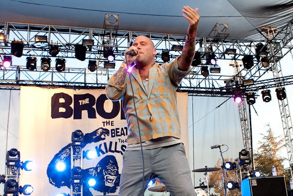 """The Bronx Release Angsty New Song """"Two Birds"""" and Announce Fall 2017 Tour Date"""
