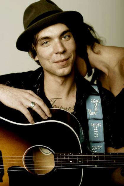 Family of Late Country Singer Justin Townes Earle Launches GoFundMe Campaign for Medical Bills