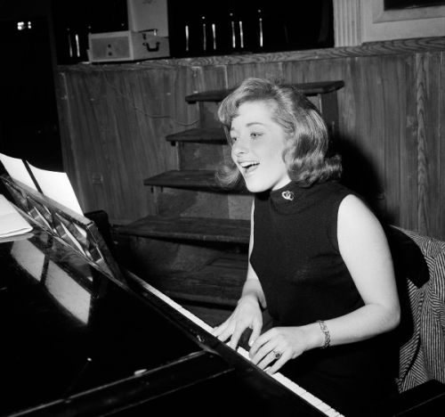 Lesley Gore Dies At The Age Of 68