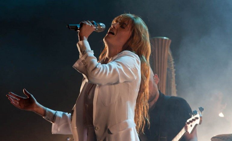 """Florence And The Machine Gets You High With New Song """"Sky Full Of Song"""""""
