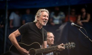 "Eddie Vedder Joins Roger Waters for Live Performance of Pink Floyd Classic ""Comfortably Numb"""