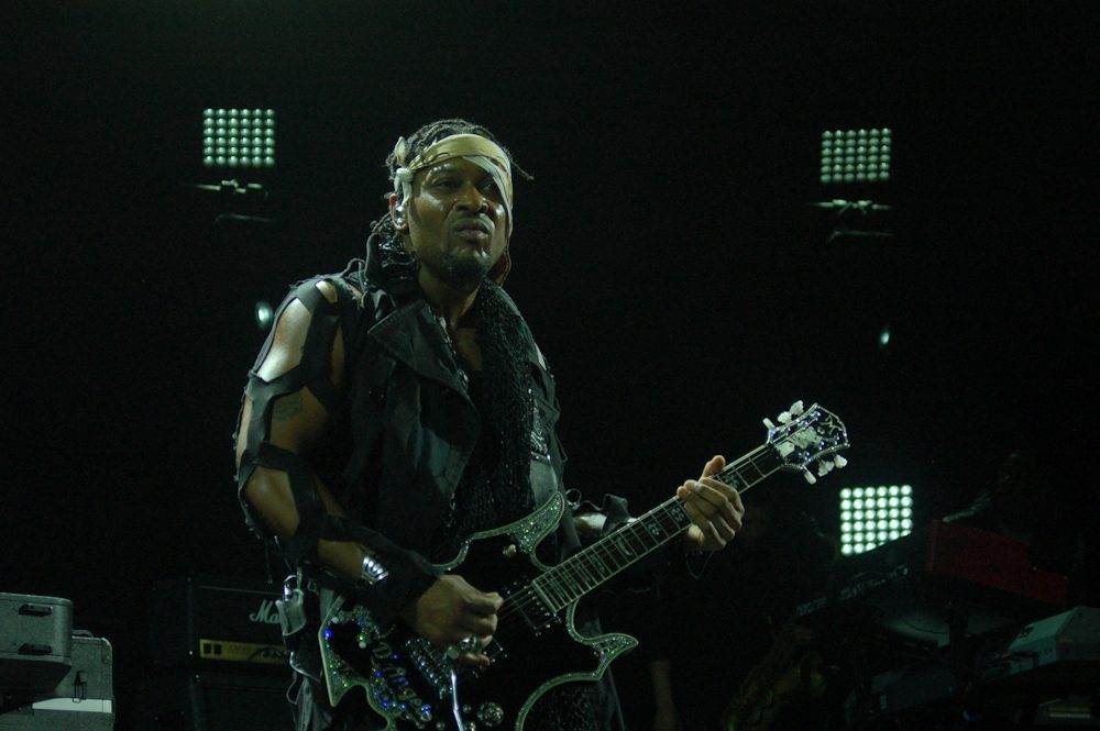 FYF-Fest-2015-D'Angelo-and-the-Vanguard-3