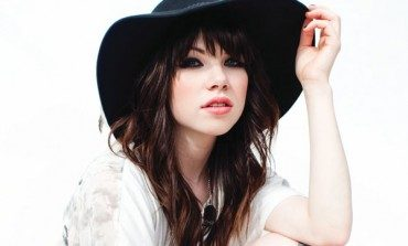 """WATCH: Carly Rae Jepsen And Dev Hynes Perform """"All That"""" Live"""