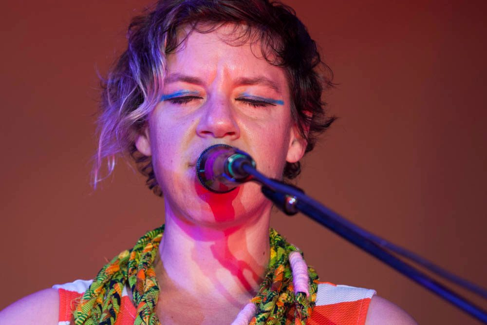 """Tune-Yards Announces New Album sketchy. for March 2021 Release and Shares New Song """"hold yourself"""""""