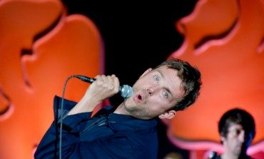 """Blur Joined By Fred Armisen on """"Parklife"""" At Rare Los Angeles Show"""