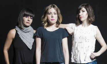 """WATCH: Sleater-Kinney And Fred Armisen Cover The B-52's """"Rock Lobster"""""""