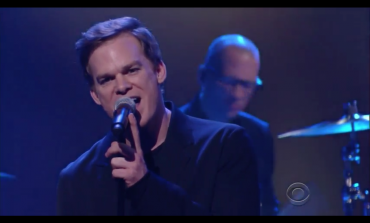 """WATCH: Michael C. Hall Pretends To Perform """"Lazarus"""" As David Bowie On The Late Show"""