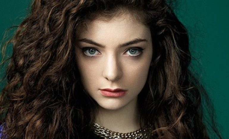 WATCH: Lorde Leads David Bowie Tribute At BRIT Awards