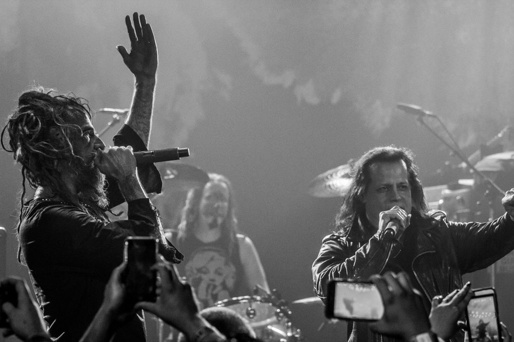 """Rob Zombie and Glenn Danzig on stage performing """"Vampira"""""""