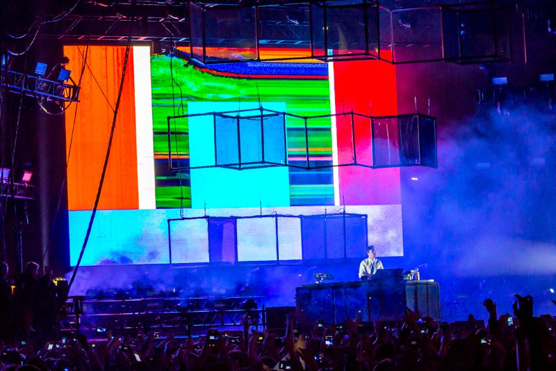Flume_Air_And_Style_MA_02192017_001
