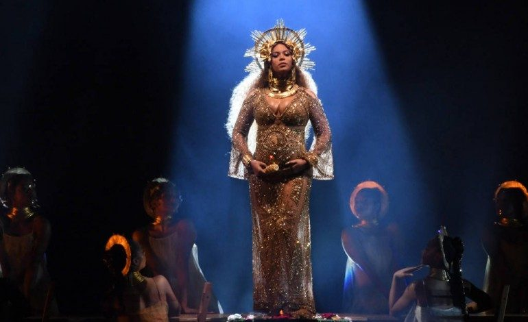 """WATCH: Beyoncé Performs """"Love Drought"""" and """"Sandcastles"""" at 2017 Grammy Awards While Pregnant with Twins"""