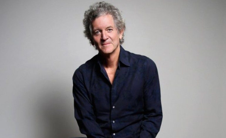 """WATCH: Rodney Crowell and Rosanne Cash Cover Guy Clark's """"It Ain't Over Yet"""" Live"""