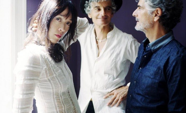 """WATCH: Blonde Redhead Release New Video for """"Golden Light"""" and Announce 3 O'Clock EP for March 2017 Release"""