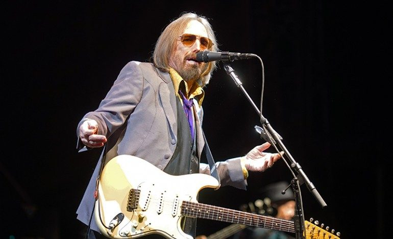 "Alternate Version Of Tom Petty's Wildflowers To Be Available On Streaming Services In April 2021, Shares ""New"" Single ""You Saw Me Comin'"""