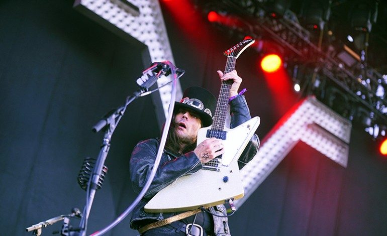 """Weezer Takes a Jab at Pitchfork in New Song """"Tell Me What You Want"""""""