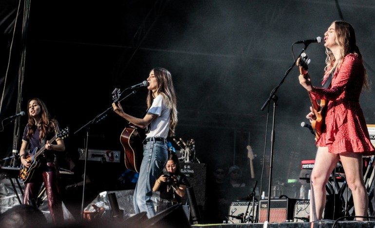 """Haim Releases Piano-Driven Cover of Robyn's '90s Hit """"Show Me Love"""""""
