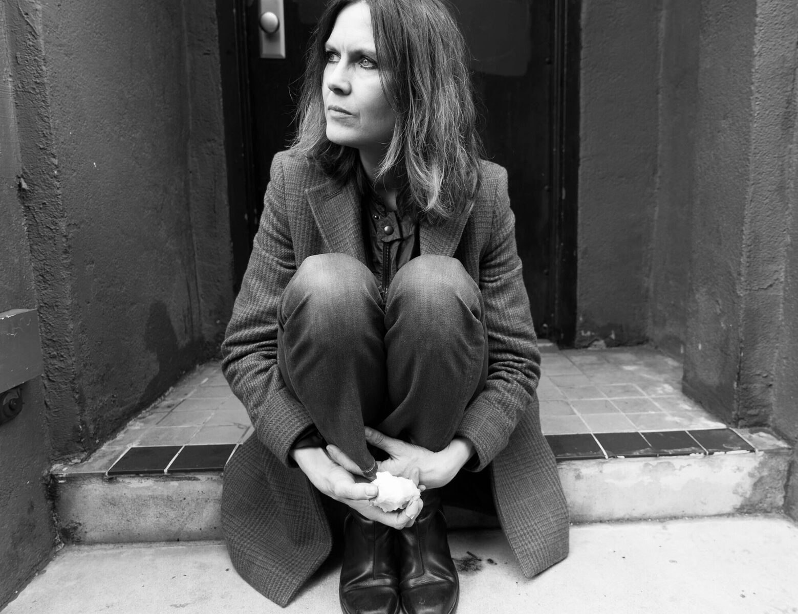 "Juliana Hatfield Shares Visually Pleasing Video to ""Lost Ship"""