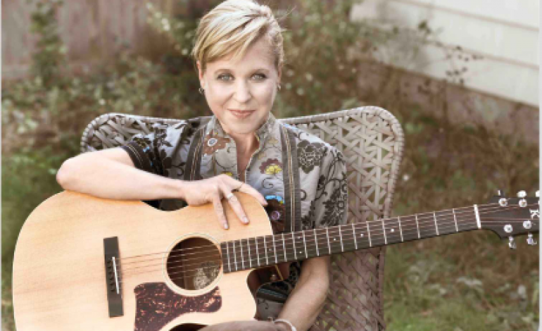 "Kristin Hersh Shares New Single ""Breathe In"" From Possible Dust Clouds LP"