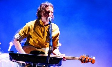 """Beck Joins Phoenix on Stage to Perform """"Lost Cause"""" and """"Jackass"""""""