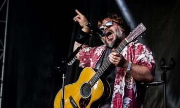"Jack Black Surprises Fans With Performance of ""Sexx Laws"" Alongside Beck At The Malibu Love Sesh"