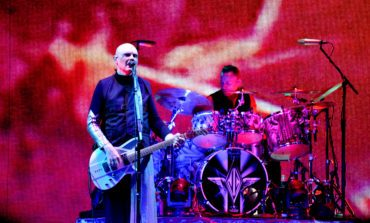 "The Smashing Pumpkins Cover James Taylor's ""Fire and Rain"" Live"
