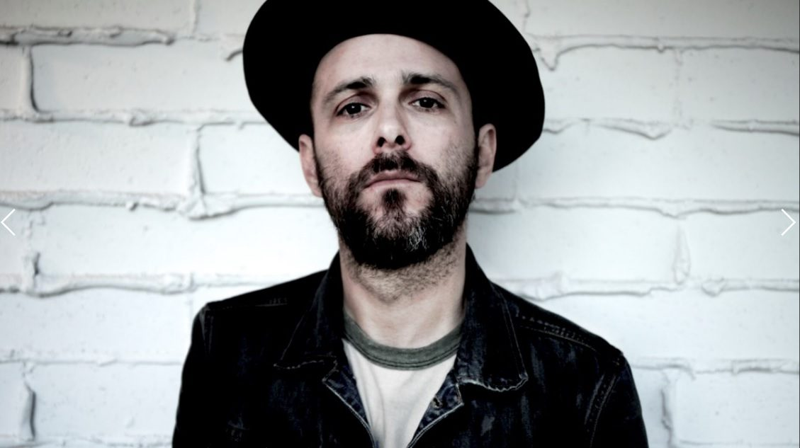 "mxdwn PREMIERE: Greg Laswell Composes A Break Up Email in New Lyric Video for ""Never Want To See You Again"""
