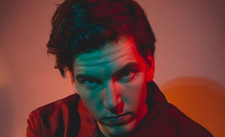 """mxdwn PREMIERE: DEYO Is Vulnerable on New Song """"Can't Shake You"""""""