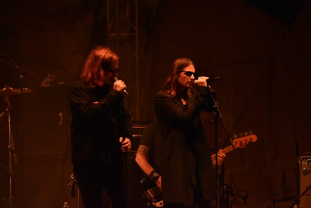 "Wesley Eisold of Cold Cave Joins Mark Lanegan for ""Playing Nero"" at Psycho Las Vegas 2019"