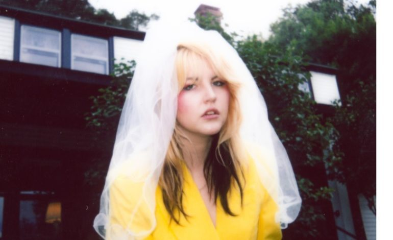 """mxdwn PREMIERE: Caroline Kingsbury Shares Vintage Style Video for New Song """"Fall In Love"""""""