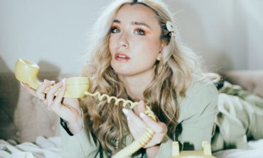 """mxdwn PREMIERE: Ashlynn Malia Wants You To Be """"temporary"""" in New Song"""