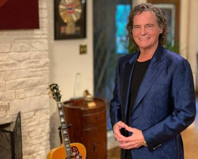 """""""Raindrops Keep Fallin' On My Head"""" and """"Hooked On A Feeling"""" Singer B.J. Thomas Reveals Stage Four Lung Cancer Diagnosis"""
